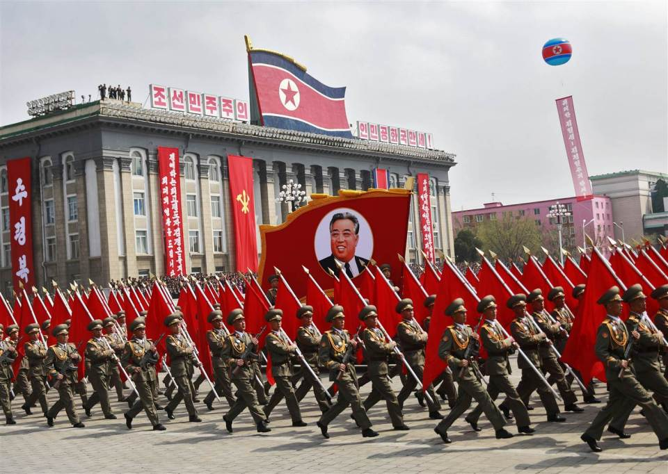 170415-world-northkorea-soldiers-parade-0704_219f7d358983b3933d96d393e6cb5bc2-nbcnews-ux-2880-1000